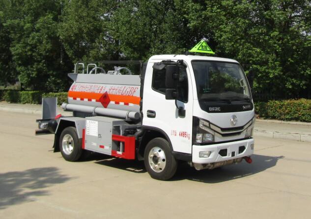 中汽力威牌HLW5040GYYEQ6型运油车