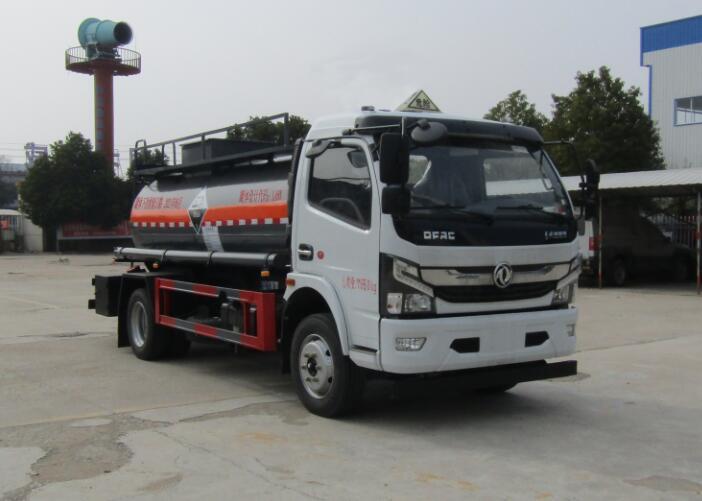 中汽力威牌HLW5120GFWEQ6型腐蚀性物品罐式运输车