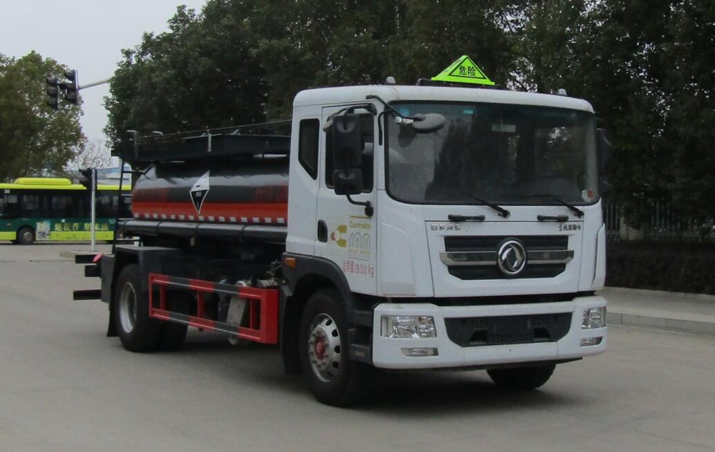 中汽力威牌HLW5181GFWEQ6型腐蚀性物品罐式运输车