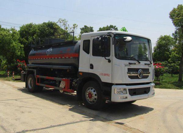 中汽力威牌HLW5180GFWEQ6型腐蚀性物品罐式运输车